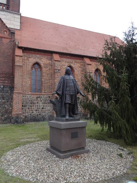 1907 Mittenwalde evangelischer Kirchenliederdichter Propst Paul Gerhardt (1607-1676) von Friedrich Pfannschmidt Bronze Paul-Gerhardt-Straße/St.-Moritz-Kirchstraße in 15749