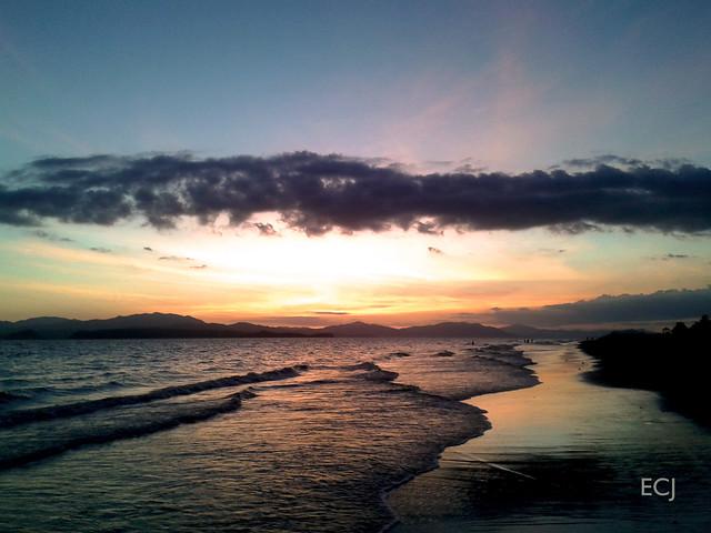 Atardecer en la playa de Puntarenas, cerca de la punta. Enero de 2017/ Sunset at the Puntarenas beach, near