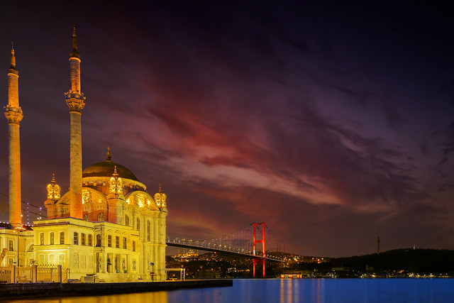 Ortaköy Camisi ve İstanbul Boğaz Köprüsü(Ortakoy Mosque and Istanbul Bosphorus Bridge)