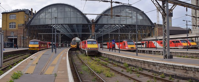 Classic Traction at the Cross, Left to Right, 90020, 92032, 91112, 43272, 91113 and 91127  06 05 2019