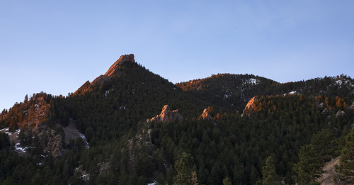 firstflatiron greenmountain gregorycanyon amphitheater pinnacle cliff landscape boulder colorado bouldercountyopenspaceandmountainparks dawn sunrise earthnaturelife wondersofnature