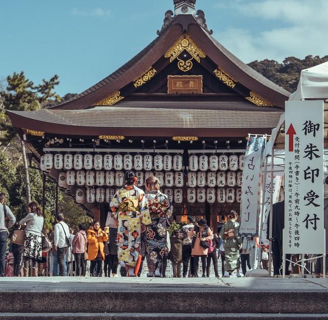 Geisha walk, Yasaka Shrine Kyoto