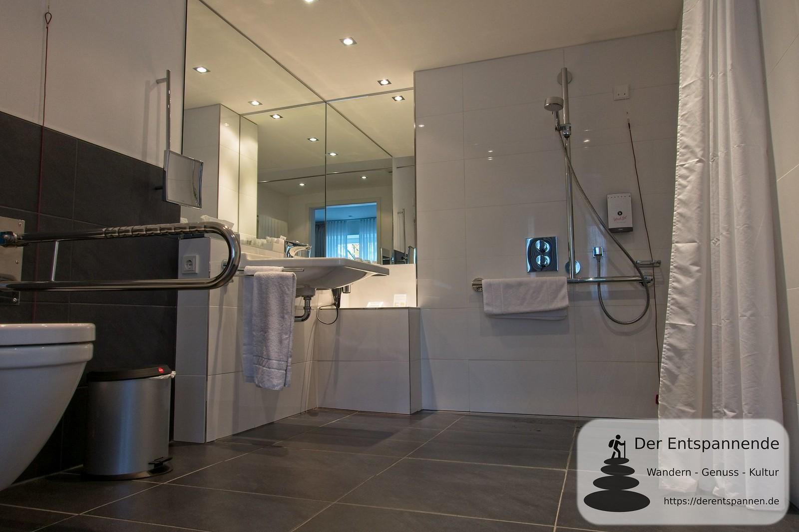 Badezimmer des barrierefreien Zimmers im Hotel im Schulhaus (Lorch)