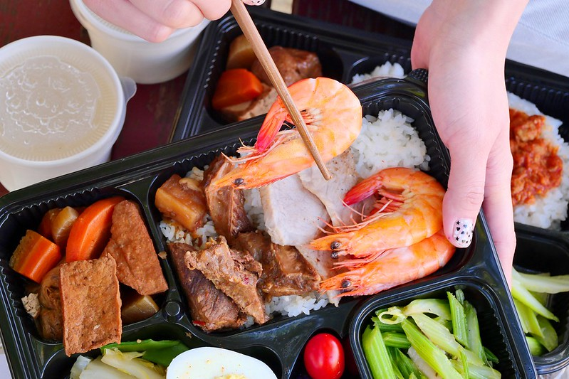 49350458812 44e236b78d c - 肉肉堂便當_台中:黃金烤鰻魚便當豐盛好吃 海陸三拼牛肋條+白蝦+松阪豬份量更滿足!
