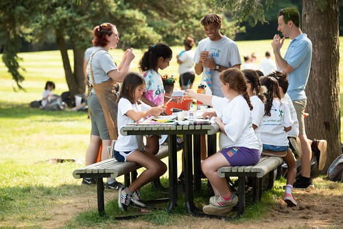 Kids doing arts + crafts summer camp activities outside_0563