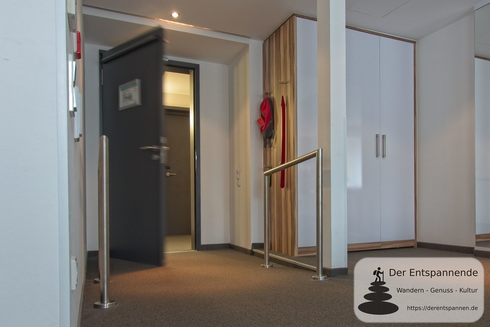 Klapptür per Drücker: Barrierefreies Zimmer im Hotel im Schulhaus (Lorch)