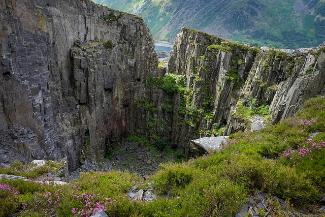 Looking into the Lost World (Sinc Braich), Dinorwic