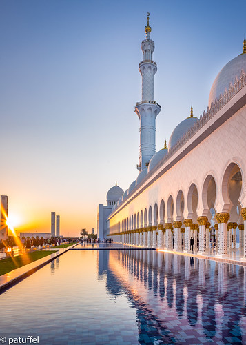 zayed sheikh blue sunset sun reflection water golden pond great uae grand mosque emirates hour abu dhabi archade leica tower 28mm summicron m10