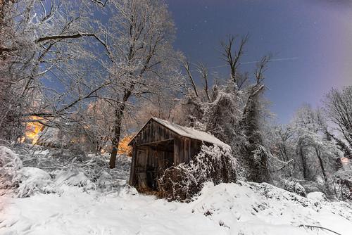 15mmheliar snow warrenton leicam240 virginia digital voigtlander shed longexposure manualfocus superwide leica color robbhohmann night landscape lighttrails colorfringing