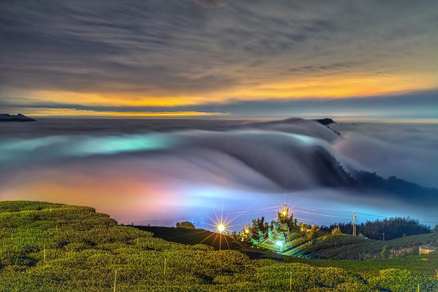 頂石棹●吳鳳廟~夢幻雲瀑琉璃~   Colored glass light clouds