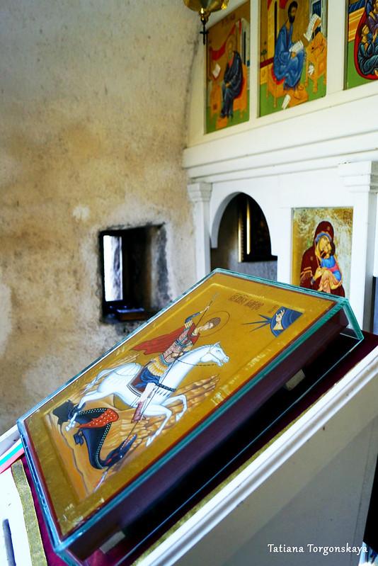 Икона перед иконостасом