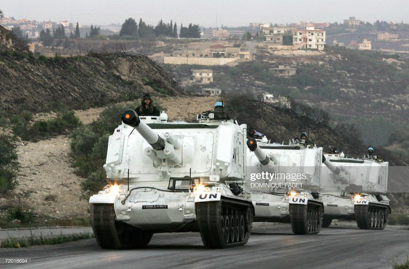 155mm-AuF1-drive-from-Beirut-to-Deir-Kifa-20060922-gty-1