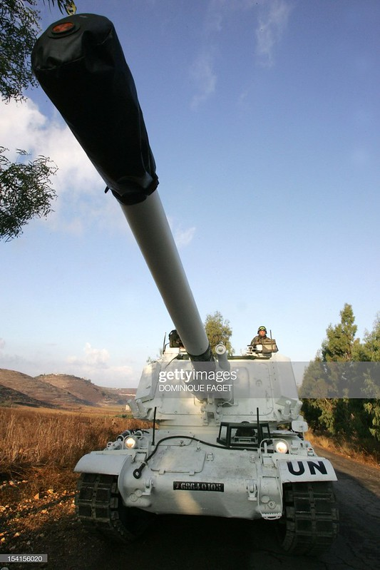 155mm-AuF1-drive-from-Beirut-to-Deir-Kifa-20060922-gty-2