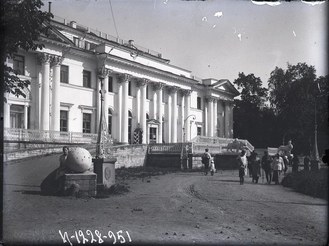 13. Фасад Елагинского дворца