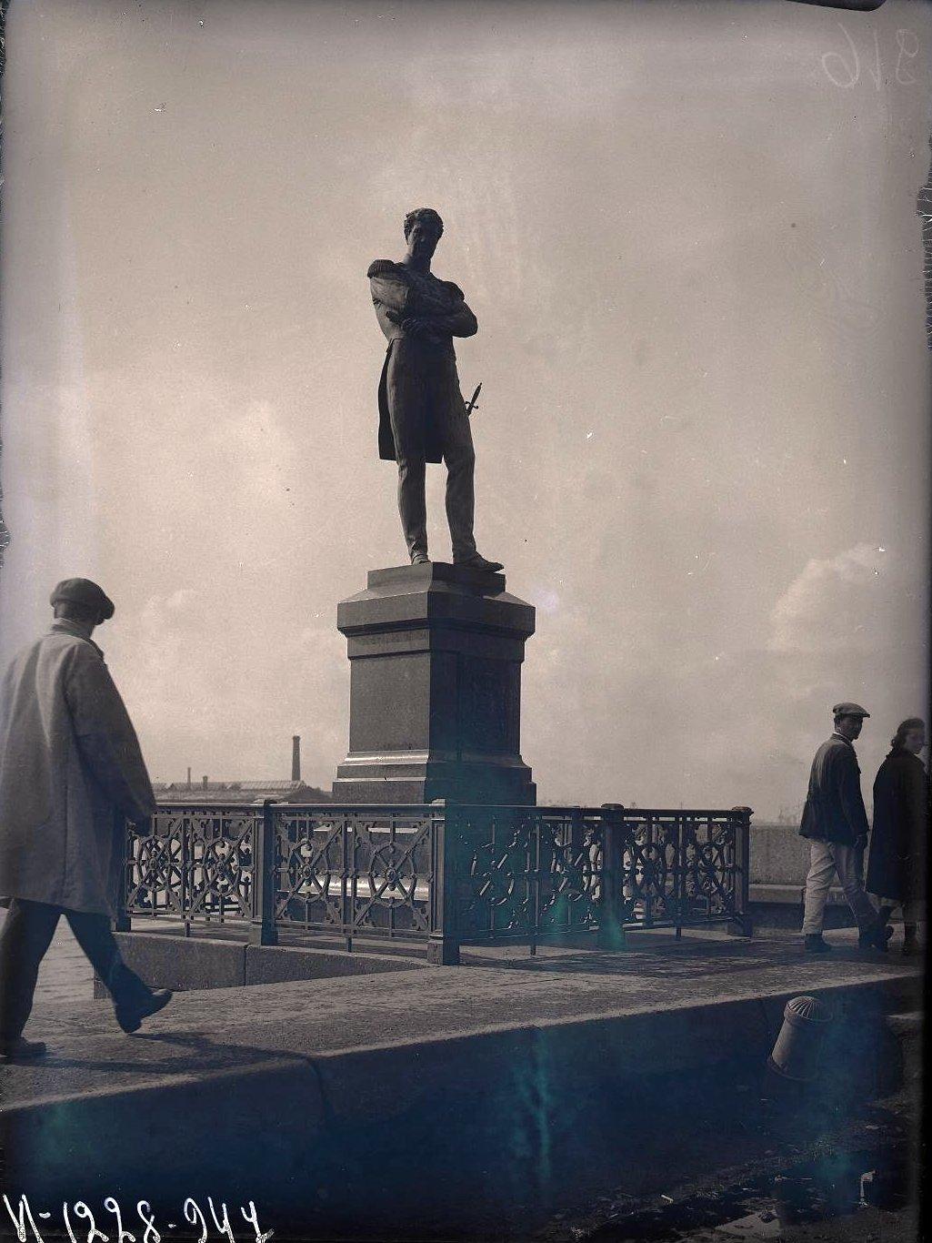 11. Памятник адмиралу Крузенштерну