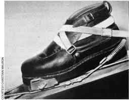 Una de las primeras botas de esquí sin cordones