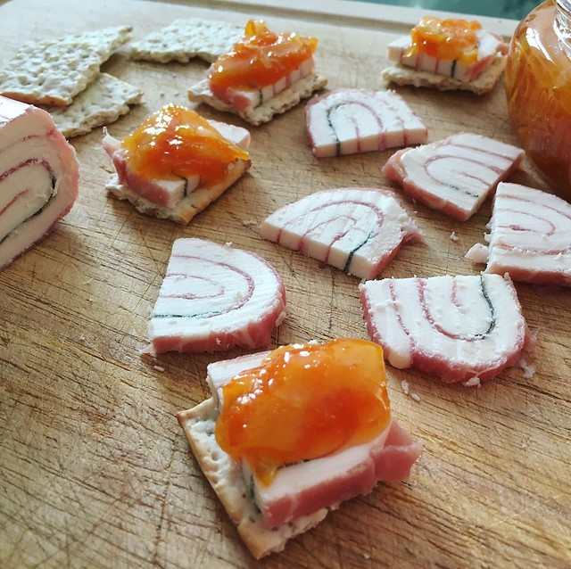 marmalade with crackers and cheese