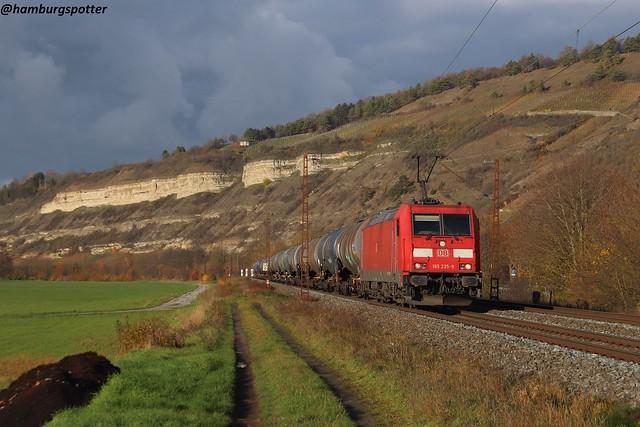185 235 mit Kesselzug in Thüngersheim, aufgenommen am 30.11.2019
