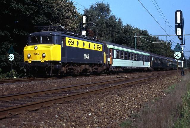 NS 1142 met international passeerde in 1989 door Weert