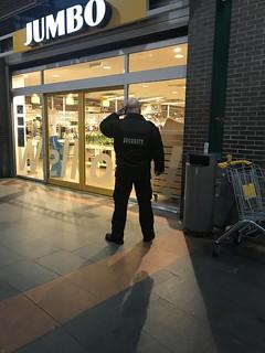 stoere security bij de Jumbo