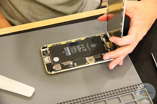 台中iPhone維修-檢查手機內部