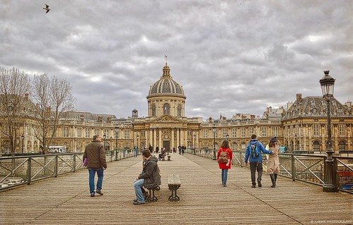 insttuteoffrance paris pontdesarts seine river bridge france