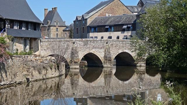 Vieux Pont sur la Sélune...Ducey