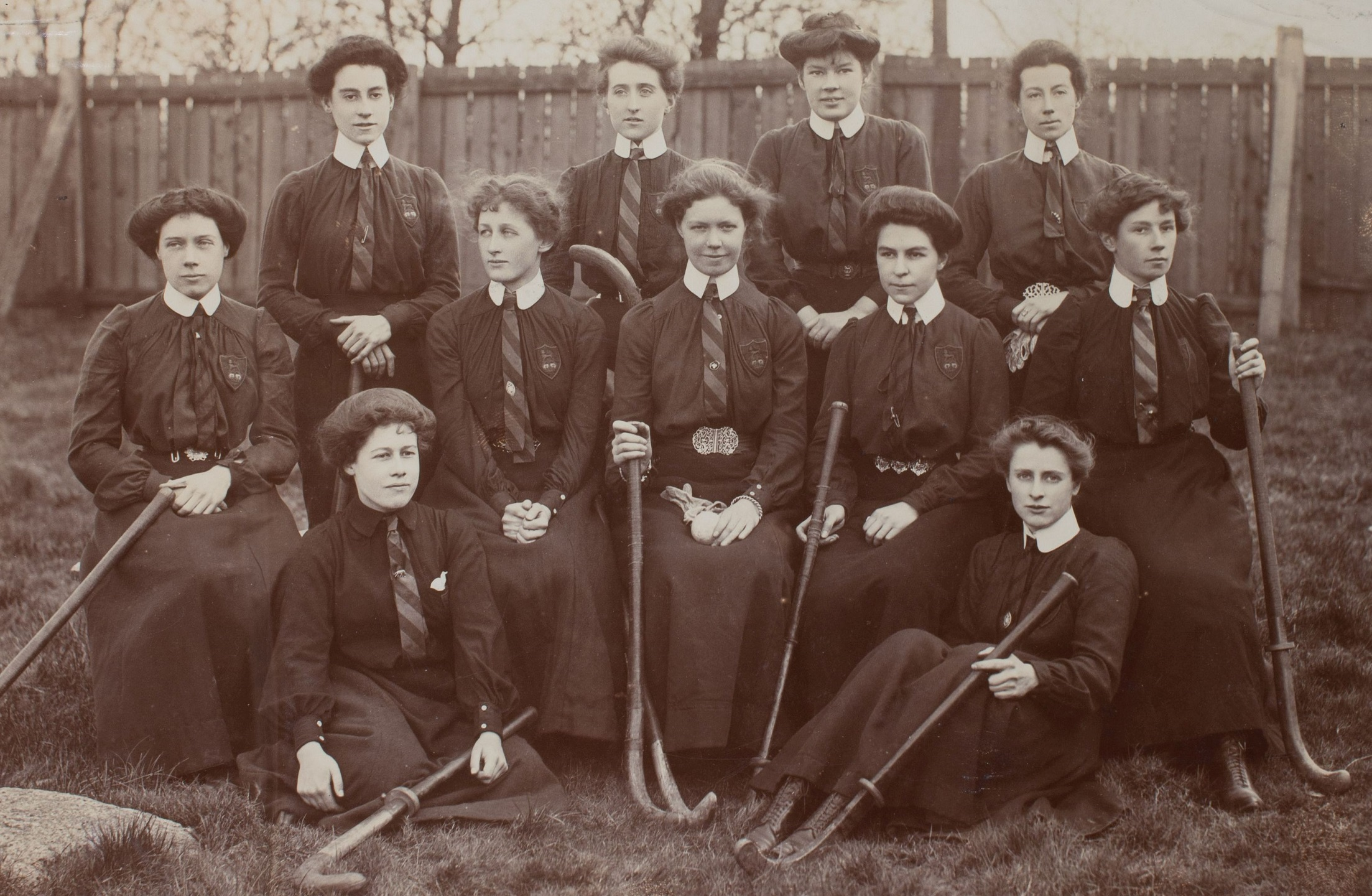 King's College London ladies' hockey team, c 1900 (Edith Thompson A/1)