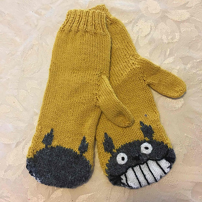 Totoro mitts knit by Sandi for her daughter Fiona who happens to be a big fan of Totoro!