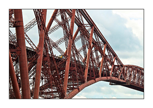 northqueensferry scotland fife kingdomoffife 2019 hst highspeedtrain 1a55 scotrail abellio forthbridge forthrailwaybridge victoriana victorian firthofforth unescoworldheritagesite class43 43175 steel girders closeup rivets