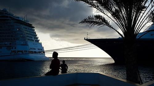 denkrahm bonaire toerisme tourism cruise harbour kralendijk sunset palm dutchcaribbean fujix100 silhouette men