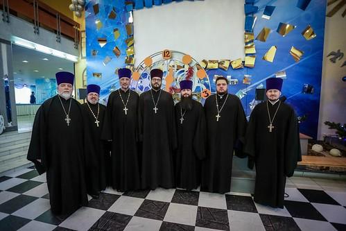 10 января 2020, Более 400 детей Изобильненского городского округа получили подарки из рук митрополита Кирилла