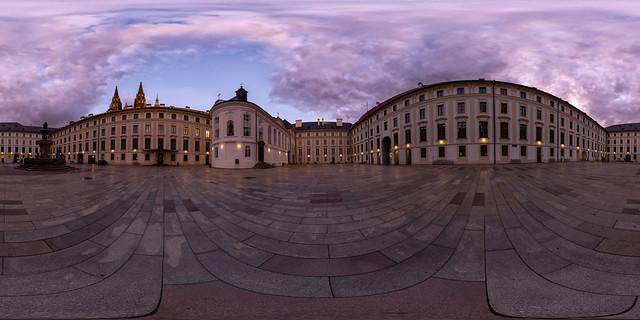 Hof im Neuen Königlichen Palast (360 x 180)