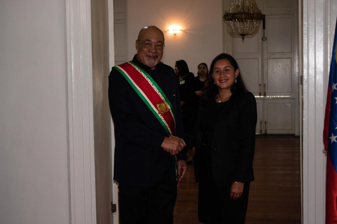 Presidente de Surinam recibe Cartas Credenciales de nueva embajadora de Venezuela