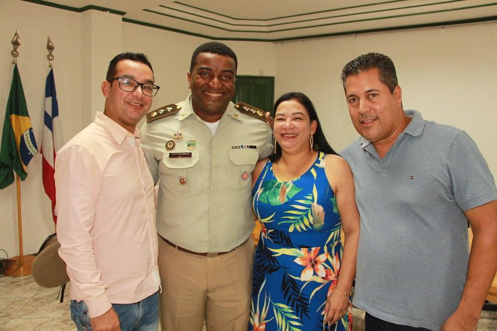 Otoniel Muniz (Vereador), Major Carlos Barbosa (Comandante da 88ª CIPM), Nádia Muniz (Secretária de Administração) e Léo Brito (Prefeito de Alcobaça) (1)