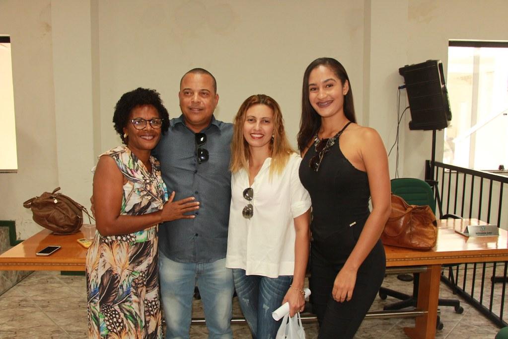 Otoniel Muniz (Vereador), Major Carlos Barbosa (Comandante da 88ª CIPM), Nádia Muniz (Secretária de Administração) e Léo Brito (Prefeito de Alcobaça) (2)