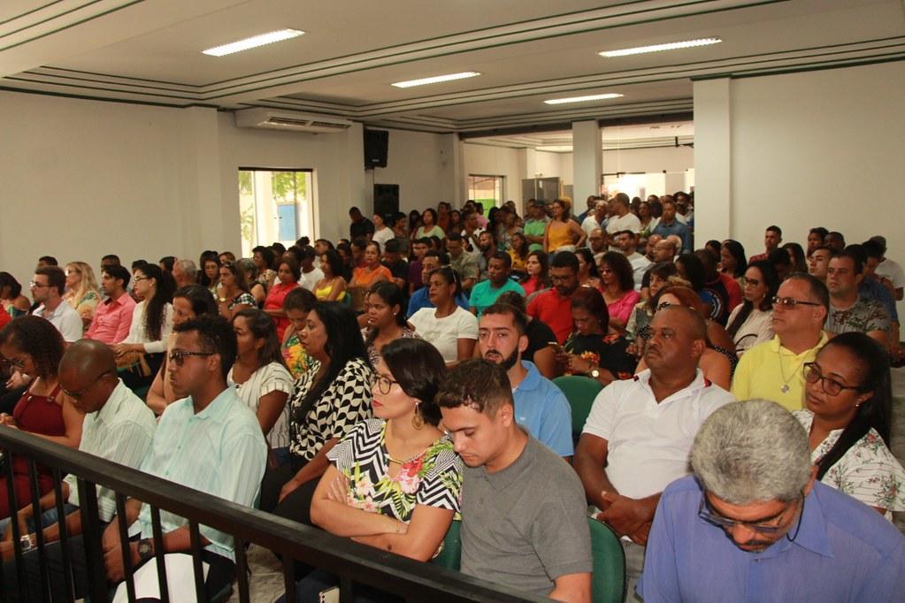 Plenário da Câmara Municipal de Vereadores, durante cerimônia de posse dos candidatos classificados no processo seletivo de alcobaça