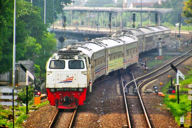 Kereta Api Anjasmoro Berangkat Cirebon Prujakan