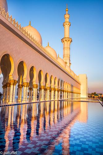 sheikhzayedmosque abudhabi golden hour sunset uae emirates grand great reflection water pond pillar pillars tower moschee leica m10 28mm summicron