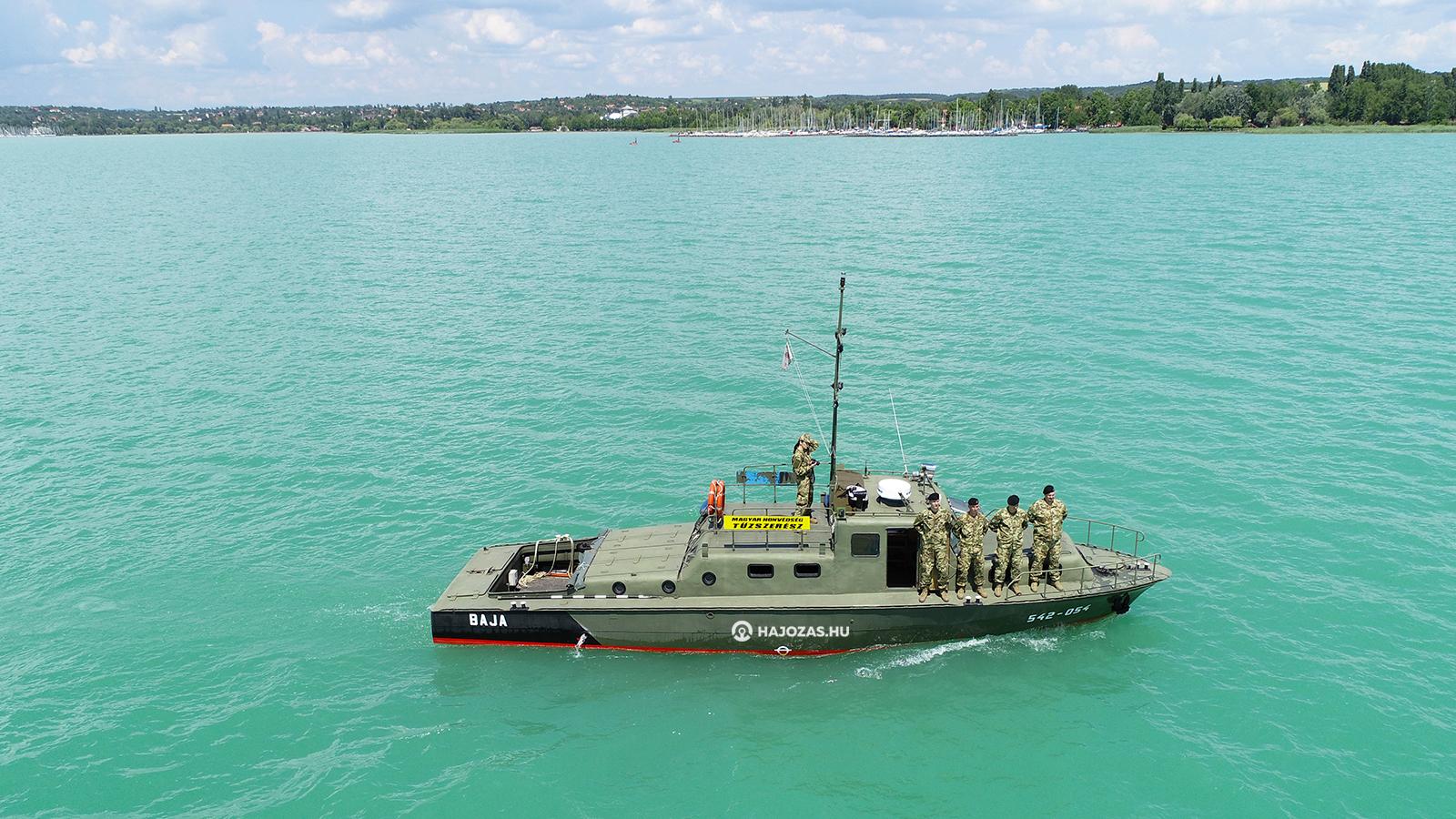 Katonai járőrhajót vezényeltek a határra, hogy ellenőrizze a Tiszát