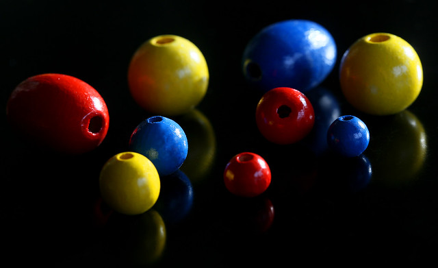 beads in red, yellow and blue