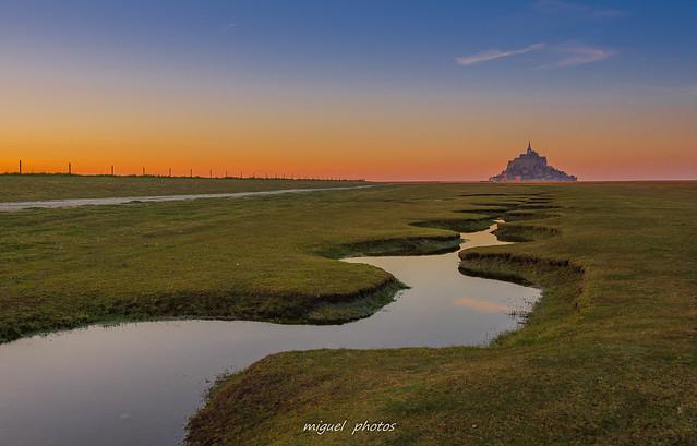 Couleurs pastels aux méandres du mont ( 50 Mont Saint-Michel , Normandie )