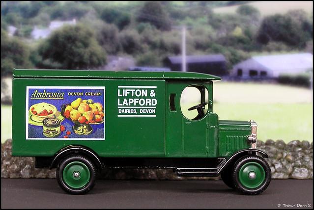 Lledo Days Gone No. 43012 Morris Light Truck in Lifton & Lapford Livery P5100019