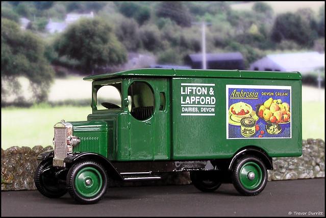 Lledo Days Gone No. 43012 Morris Light Truck in Lifton & Lapford Livery P5100018