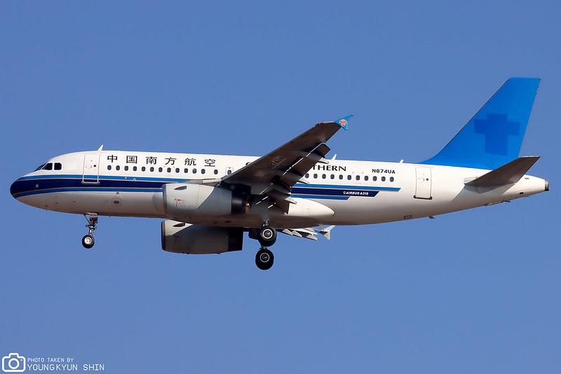 United Airlines A319-100 N874UA