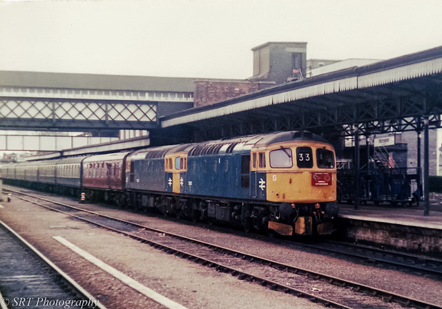 33051 and 33062 at Worcester Shrub Hill 18.01.1986
