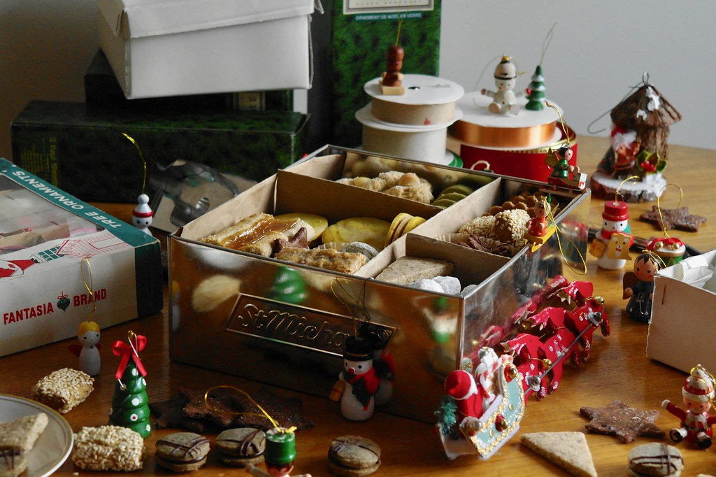 winter holiday cookie box