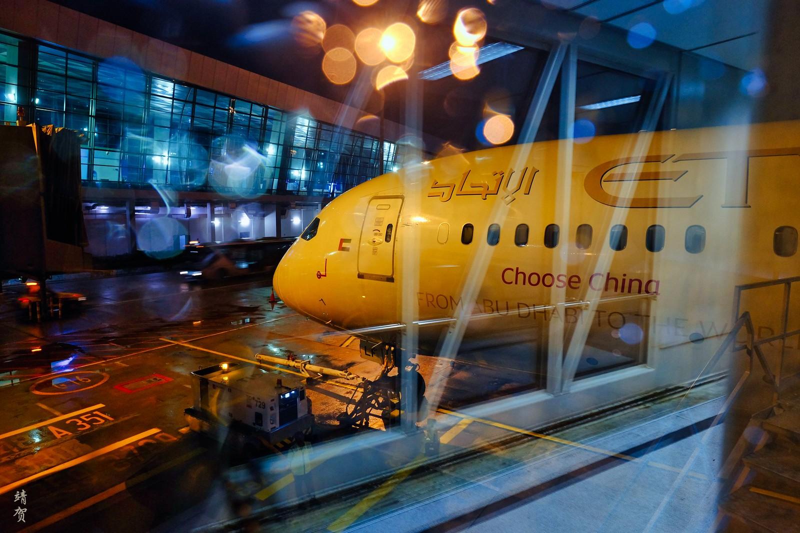 Boarding Etihad's 787