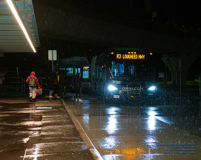 A New Flyer XDE60 LEDs Cutting Thru Ze Rain at Coquitlam Central Station