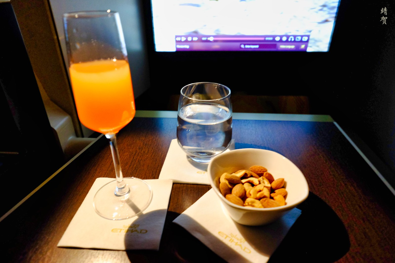 Peach bellinis with mixed nuts